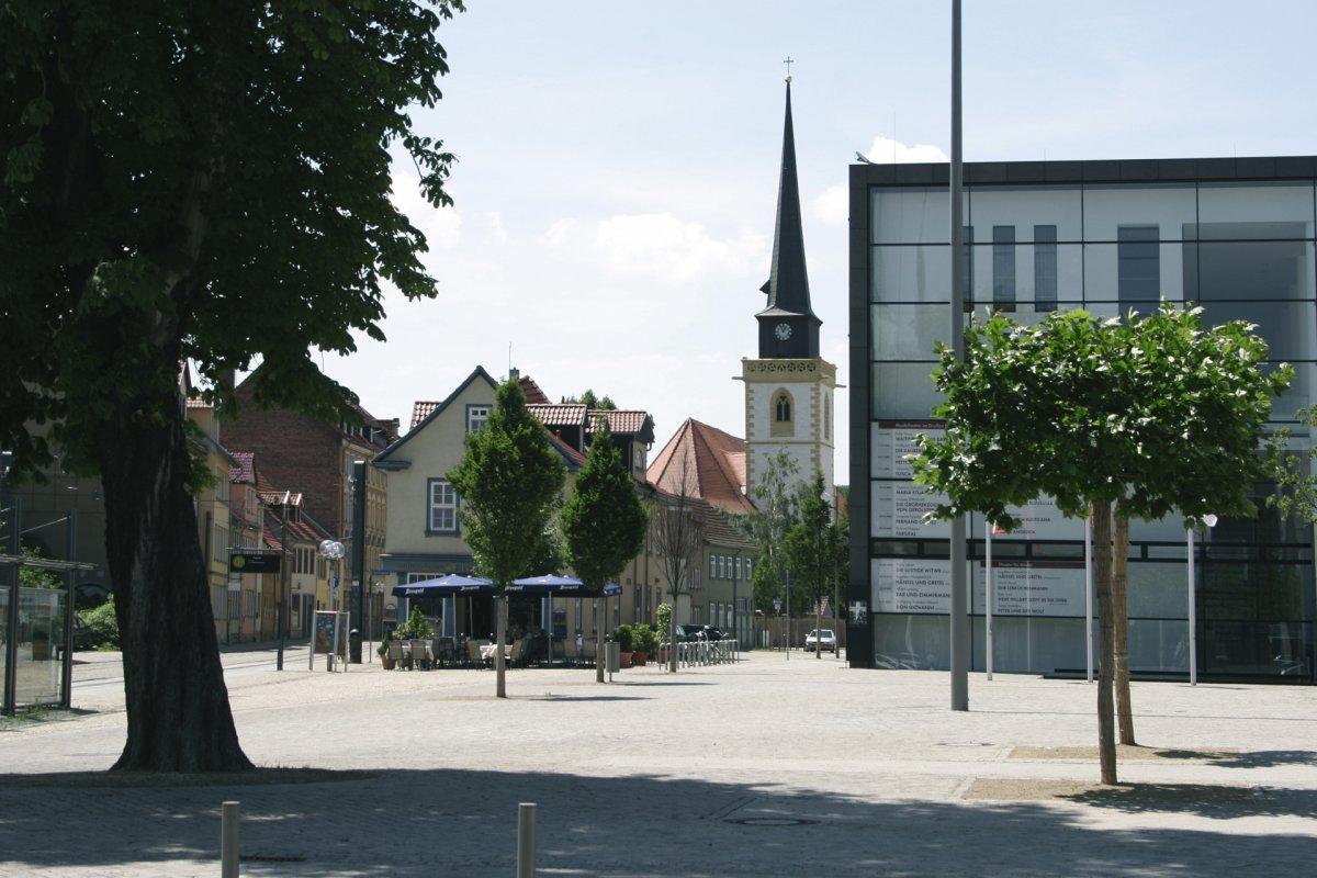 Theater und Martinikirche im Hintergrund