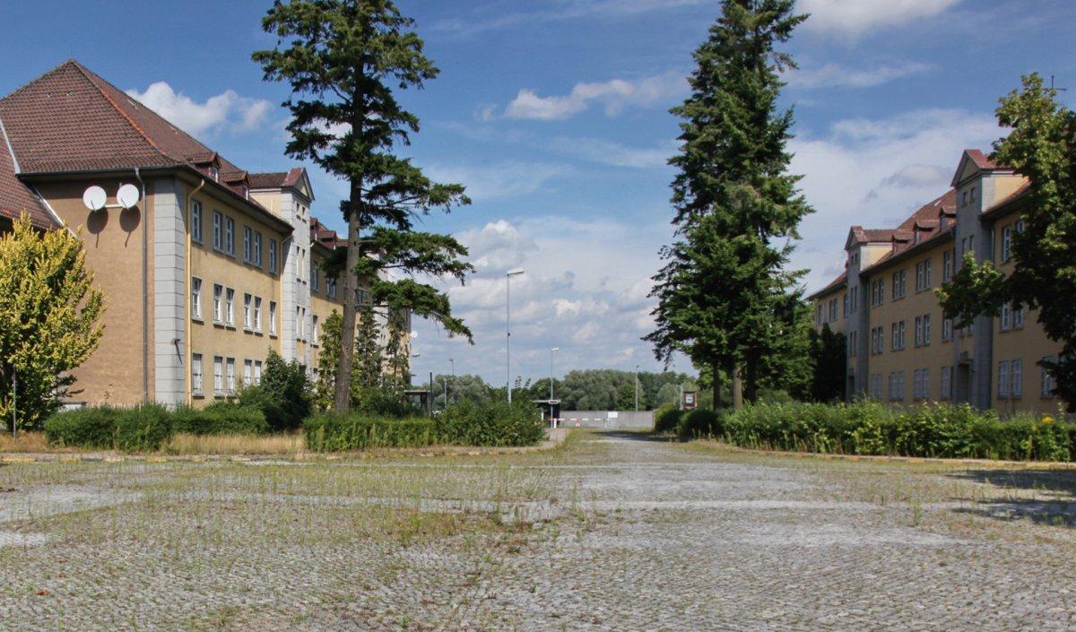 Verwaltungs- und Unterkunftsgebäude, Blick Richtung Hauptwache