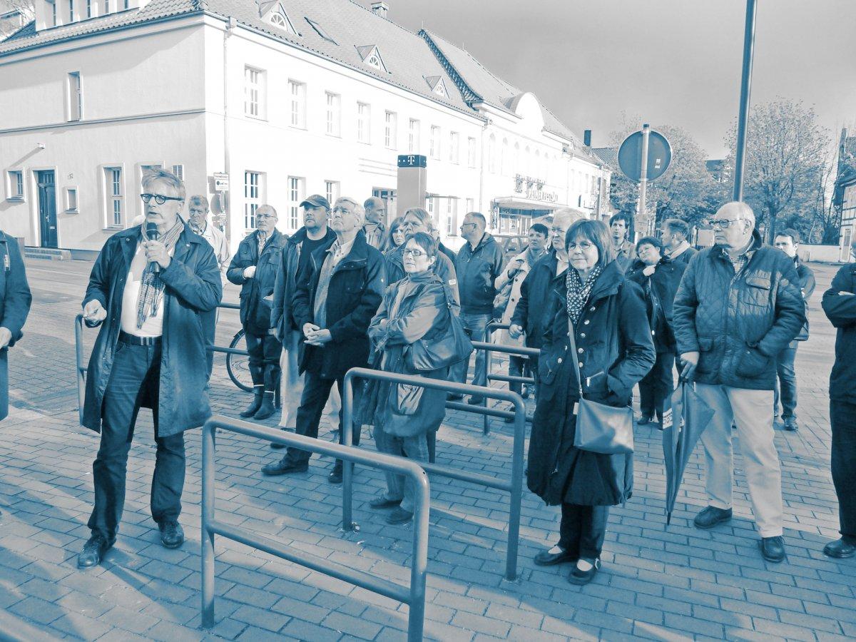 Bürgerbeteiligung als Stadtspaziergang mit Infotafeln im öffentlichen Raum